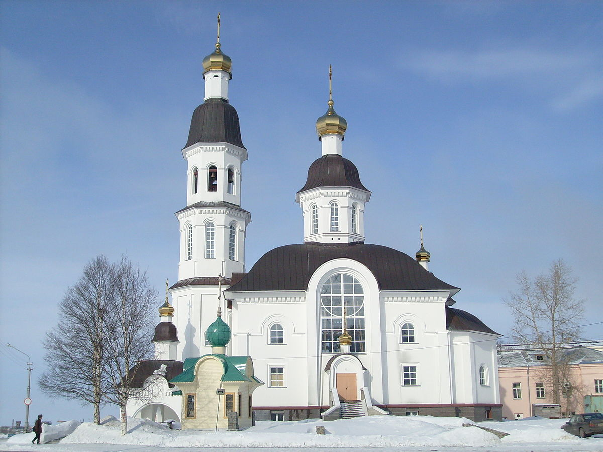 Стало известно, как украинцы относятся к трем крупнейшим церквям